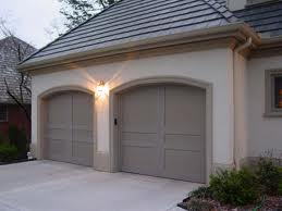 Venice home repaint adds color to garage door