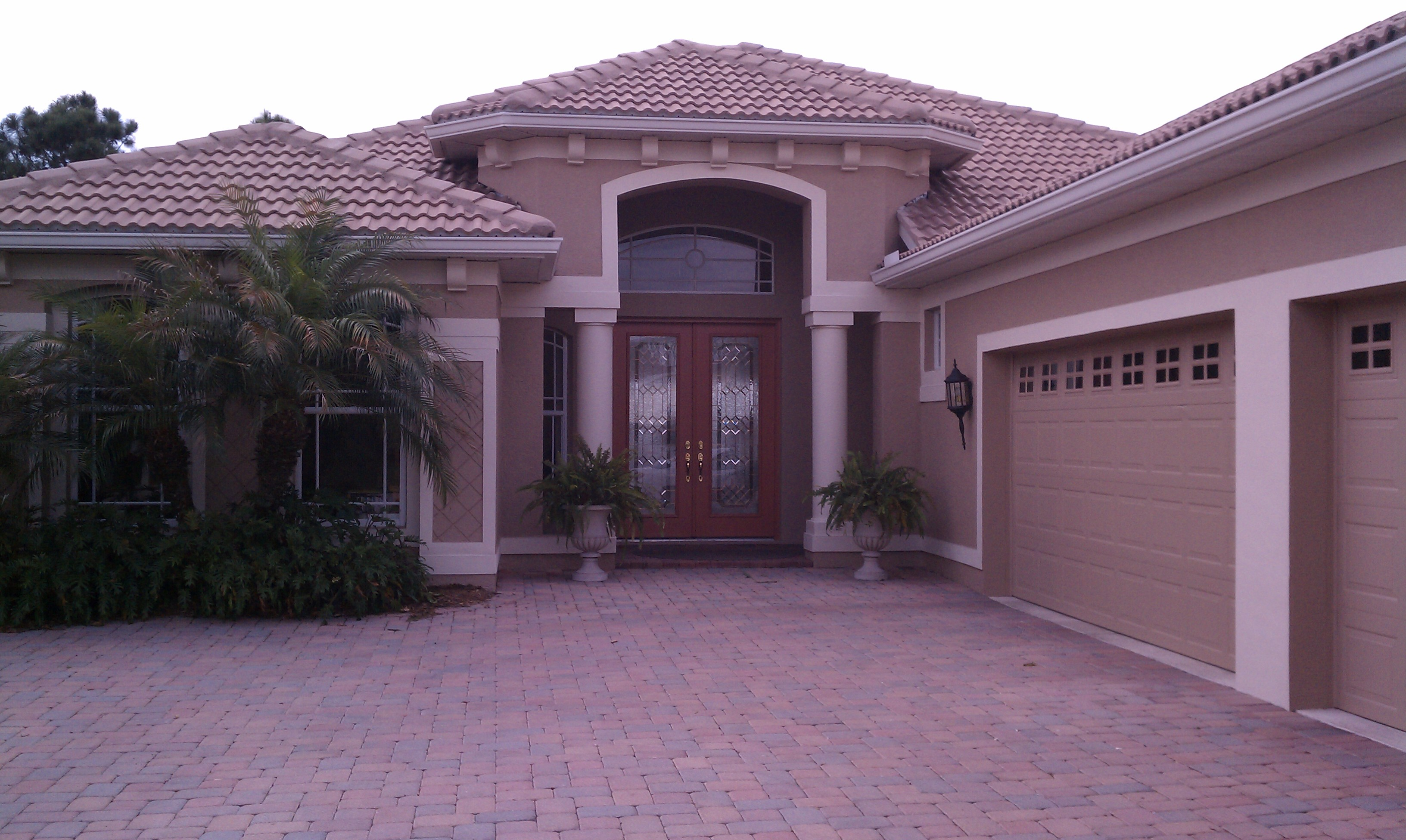 Save money when painting in venice florida with a long for Florida exterior paint colors